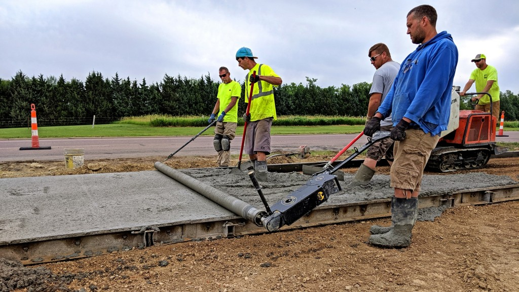 Curb Roller Manufacturing offers world's first battery-powered roller screed