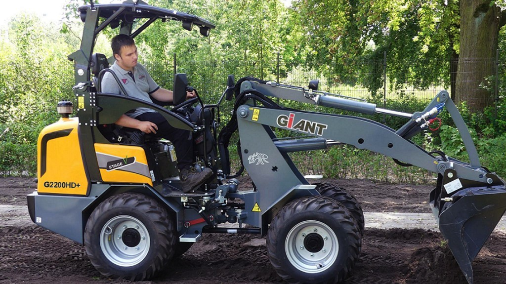 TOBROCO-GIANT launches eight new earthmoving machines