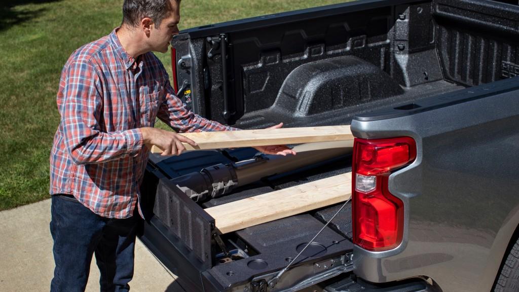 Enhanced trailering, new multi-use tailgate highlights of 2021 Silverado 1500