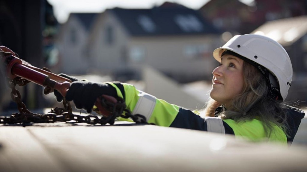 Volvo CE commits to 35 percent female workforce by 2030