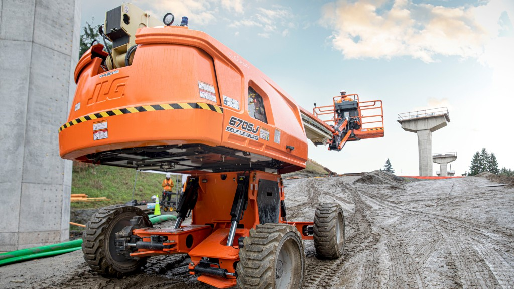 JLG self-levelling boom lift automatically adapts to terrain on slopes up to 10 degrees