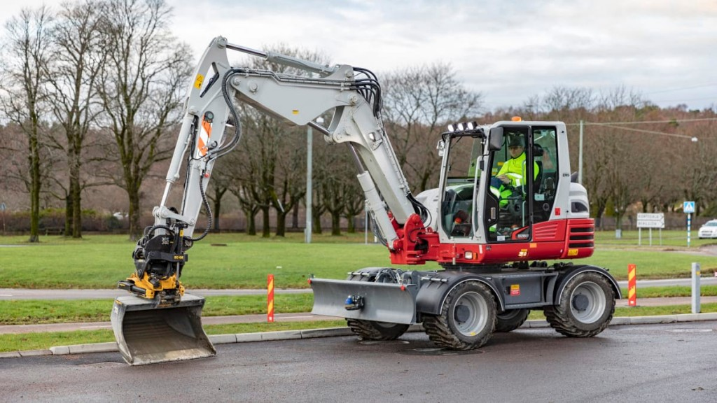 Engcon and Takeuchi collaborate to offer factory-installed and integrated solutions for excavators