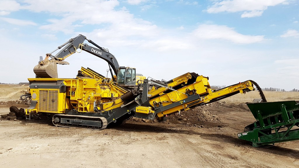 Compact impact crushing plants for asphalt recycling