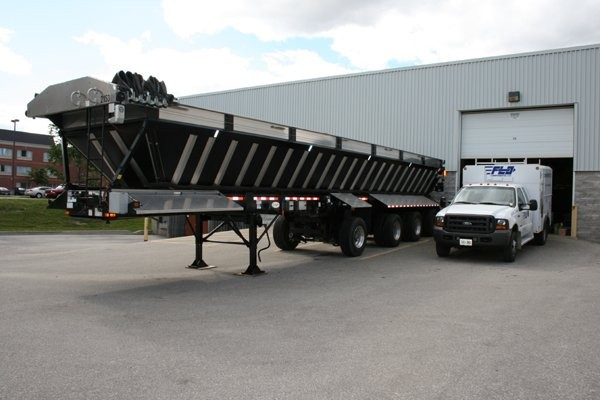 FLO Components' Autogreasers Chosen for Glasvan Live Bottom Trailer Special