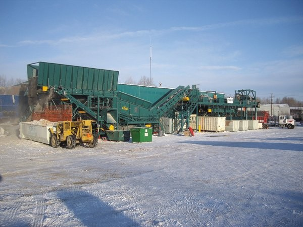 Central Recycling Service's custom-designed Erin recycling system featuring an SSI shredder coupled with Erin screening, sorting and conveying equipment