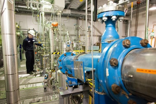 Enerkem's thermochemical technology converts solid waste materials into chemical-grade syngas, and then into methanol, ethanol and other chemicals.