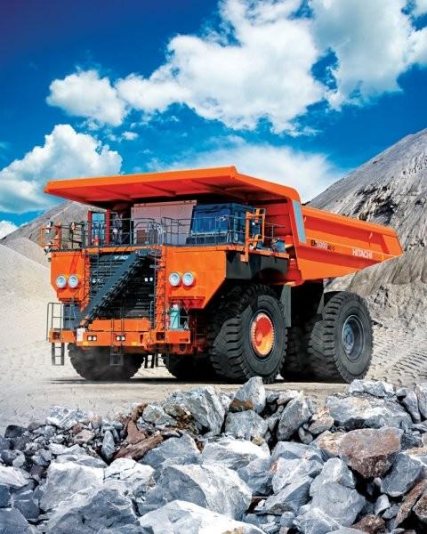 Rigid frame hauler incorporates new drive system