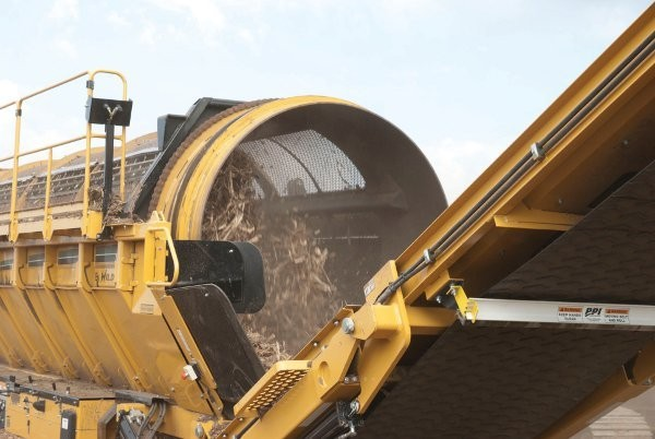 J. Pettiecord's TR626 Wildcat trommel screen features a 1.8m drum and hopper that can accommodate up to 5.7 cubic metres of wood fibre