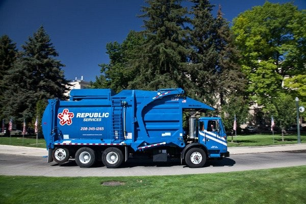 New Fleet of natural gas powered trucks online for Republic's Twin Cities operations
