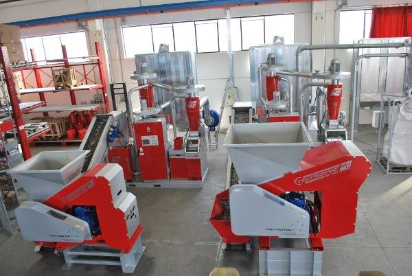 Recycling Equipment Canada partners with OBC to distribute MG-branded recycling machines