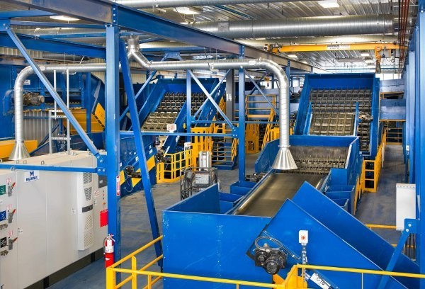 Rumpke's new Cincinnati facility is built around Machinex technology, including disc screens, six optical scanners for plastics and fibres, two electromagnetic eddy currents, and two single-ram  extrusion balers.