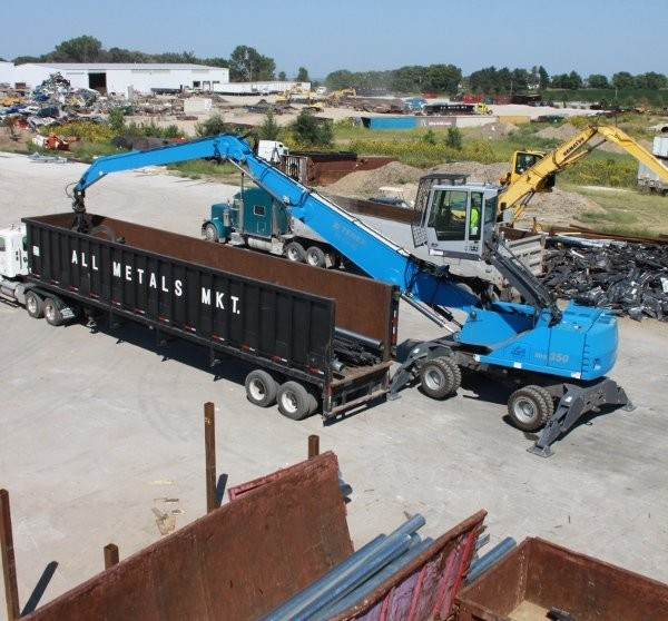 The Terex Fuchs MHL350 D offers a standard 16-metre reach,  reducing the number of times material needs to be handled.