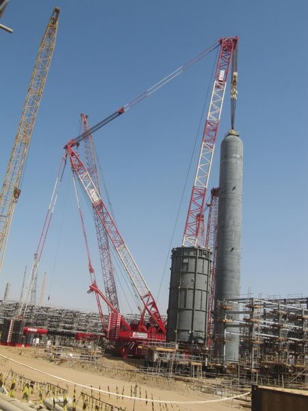 Crane makes long trip for heavy refinery lift job - Oil & Gas