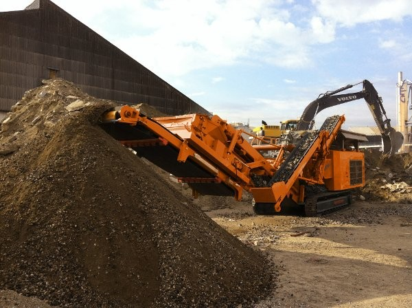 Rockster Recycler brings line of crushers and screens to North America