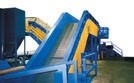 Heavy-duty apron conveyors