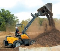 Compact utility loader uses telescopic arm
