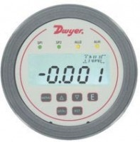 Differential pressure controller has LCD display