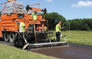 Continuous paver electronically simplifies slurry seal and micro surfacing