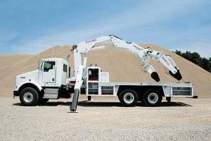 Improved 23000 OTR tire service crane