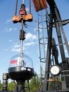 Spill containment system designed to deal specifically with wellhead seepage