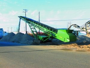 Track-mounted stackers match with tracked screening and crushing plants