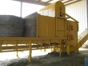 Horizontal grinder with feed roller assembly