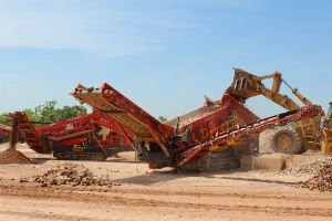 Terex Finlay introduce new 893 Tracked Mobile Heavy Duty Screener.