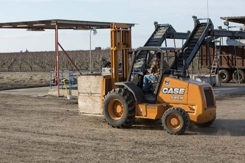 CASE Construction Equipment - 586H Forklifts