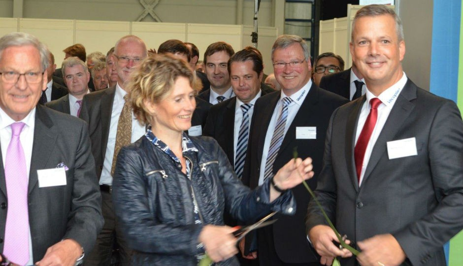 Foreground left to right: Gerhard Lerch, Deputy Chairman of M.A.X. Automation AG, Evenline Lemke, Minister of Economic Affairs of the State of Rhieland-Palatinate, Germany, Werner Berens, CEO Vecoplan AG