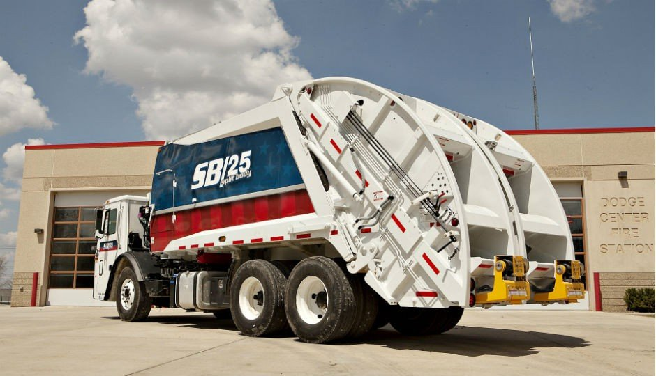 McNeilus Sells Fleet of 40+ CNG-powered Split Body Rear Loaders to Canada's Emterra Group