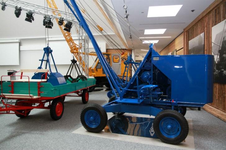 The earliest SENNEBOGEN machines on display