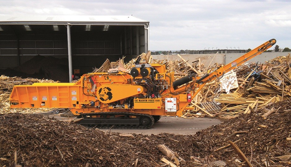 The CBI 6400T tracked horizontal grinder is available with four fieldswappable rotors for changing process requirements. Units can be used to make mulch from trees and stumps, for chipping to custom sizes, or for grinding highly contaminated C&D debris.