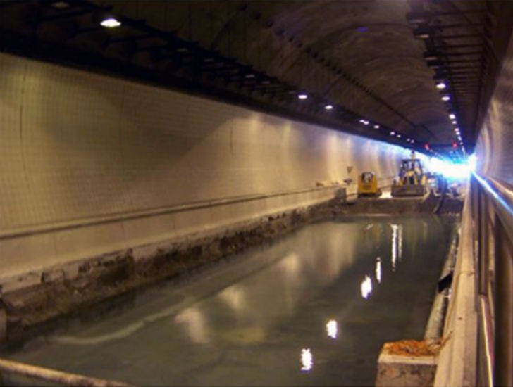 Groundwater inflow in the tunnel.