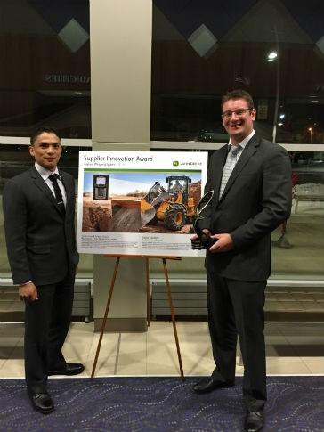 Trimble Loadrite Regional Manager Nigel Kurtz and Marketing Manager Elliot Chisholm receive Deere Supplier Innovation Award.