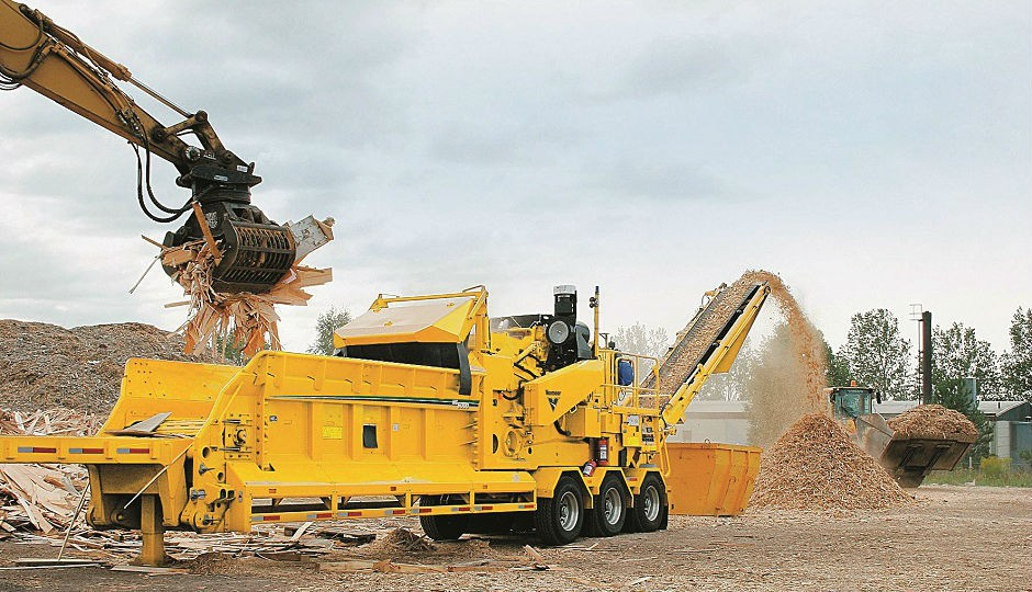 Vermeer's HG6000 Tier-4i horizontal grinder features a CAT C-rated C18 Tier 4 Interim/Stage IIIB engine and comes with two adjustable screens.