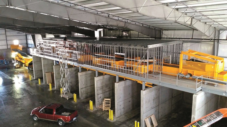 CBI's custom-built C&D recycling centre (prior to the picking line being fully enclosed) at LEDR's new St. Louis operation will process over 50 tons per hour of wood, concrete, drywall, scrap, cardboard and aggregates.