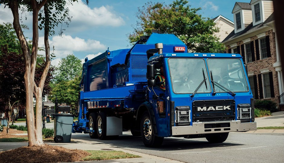 At Waste Expo 2015 Mack Trucks introduced its Mack LR low-entry cabover refuse model, built specifically to meet the challenges of refuse/recycle customers who require enhanced maneuverability, increased driver comfort and improved visibility.