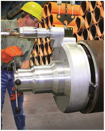 Pipe bevelling tool ideal for large-diameter pipe that requires welding