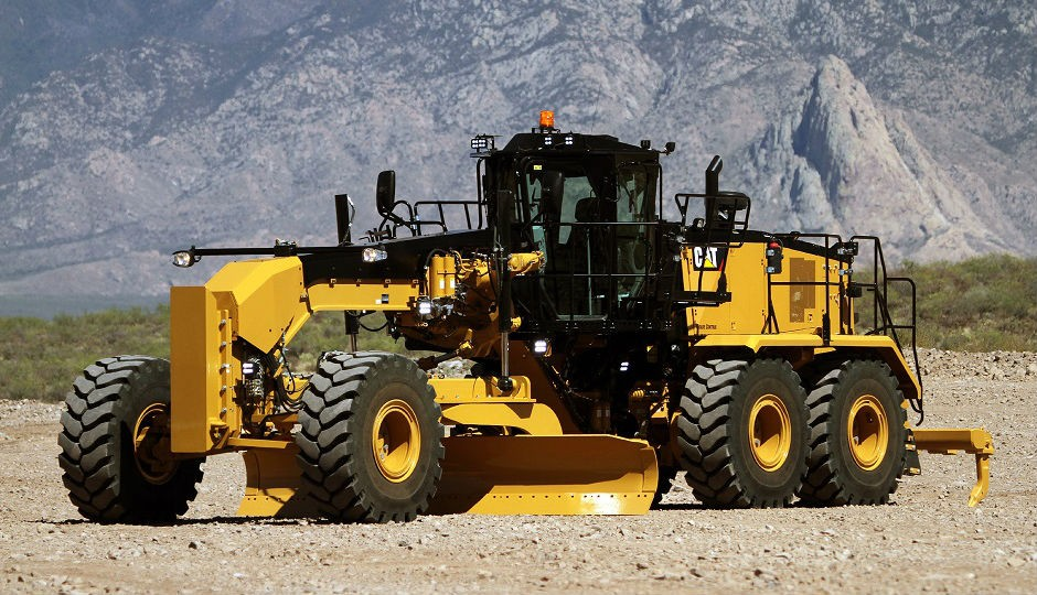 New Cat 16M3 Motor Grader Configures to Meet Engine
