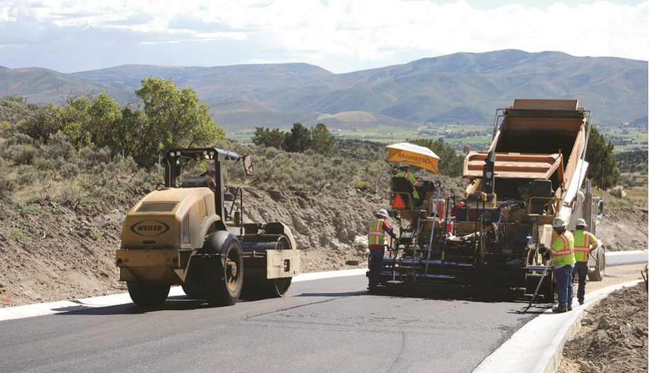 Weiler Combination Compactor Meets Challenge of Asphalt Paving in Mountains