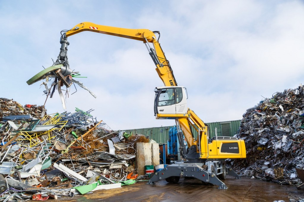 Liebherr Canada - LH 30 M Industry Litronic Material Handlers