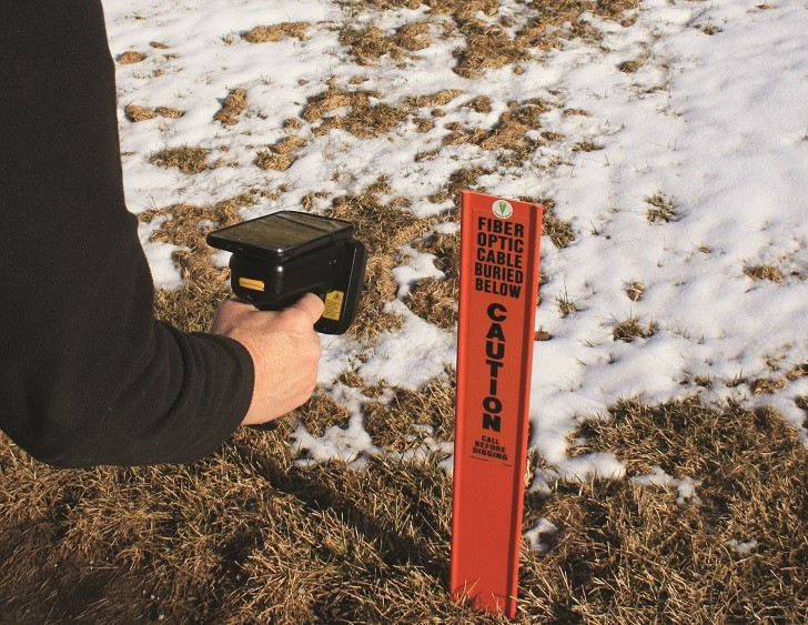 With Berntsen's InfraMarker, a field locator can use a handheld RFID reader and smartphone to read both underground tags and above-ground warning posts.