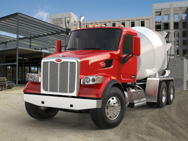 Peterbilt Showcases Vocational Truck Lineup at Commitment to Class Event in Texas