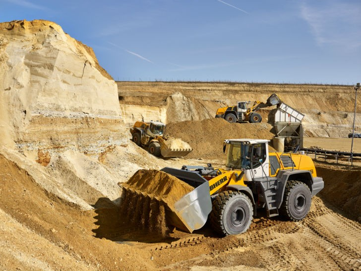 L 586 wheel loaders during extraction operations in the company-owned sandpit in Geilenkirchen.