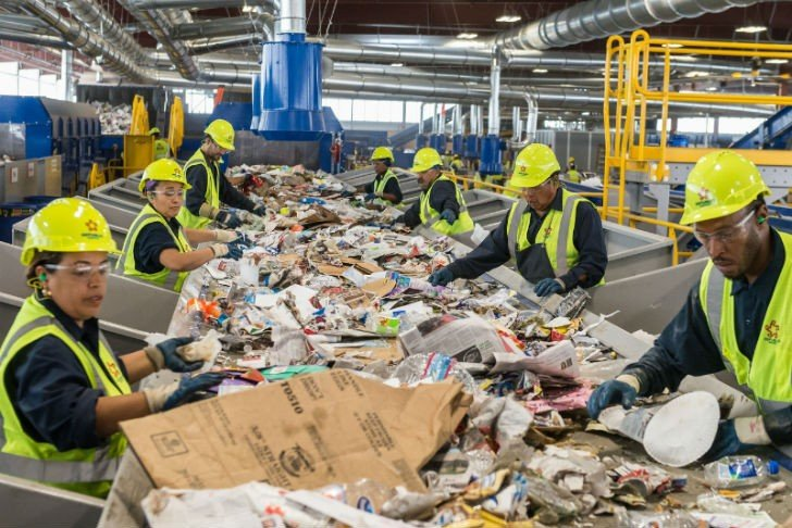 Southern Nevada Recycling Center (PRNewsFoto/Republic Services, Inc.)