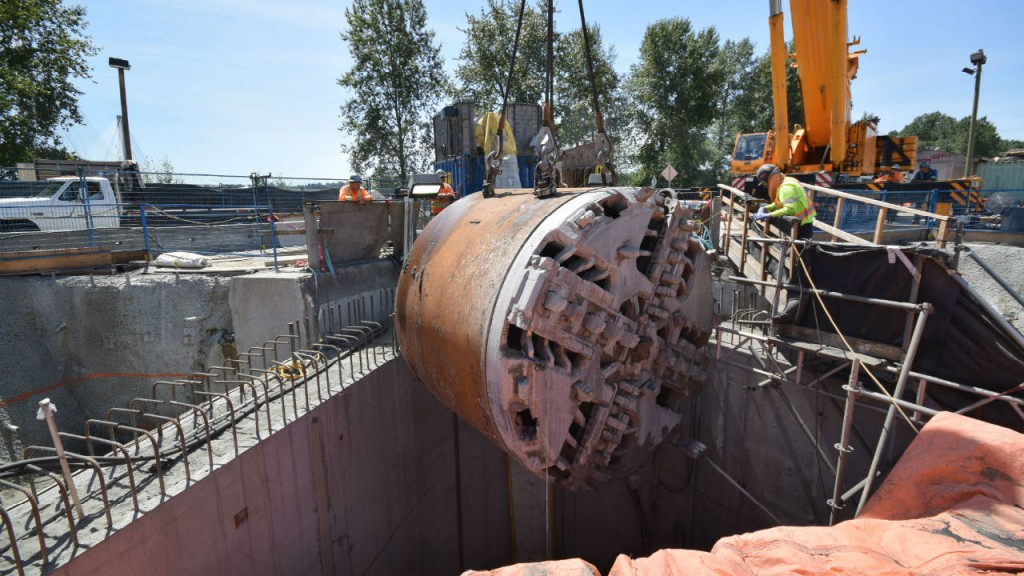 The 3.5-metre-diameter tunnel is approximately 30 metres below the river bed, and was constructed between two 60-metre-deep vertical shafts using a Caterpillar TBM named Squirrel. The TBM was lowered in February 2014 and removed on July 17.