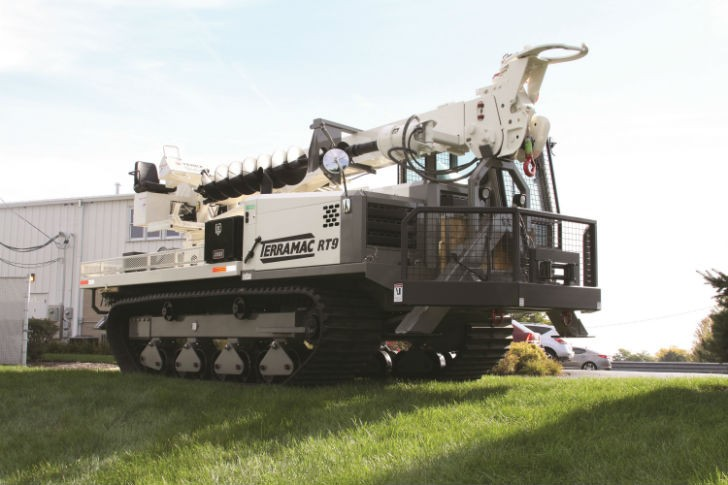 Terramac RT9 Digger Derrick Crawler Carrier.