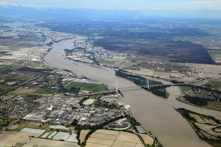 The new bridge to replace the Massey Tunnel will improve highway safety, reduce greenhouse gas emissions from unnecessary idling, and save rush-hour commuters up to 30 minutes a day.