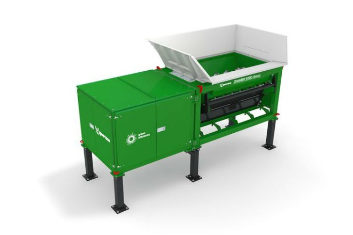 Crambo Direct dual-shaft shredder for wood and green waste.