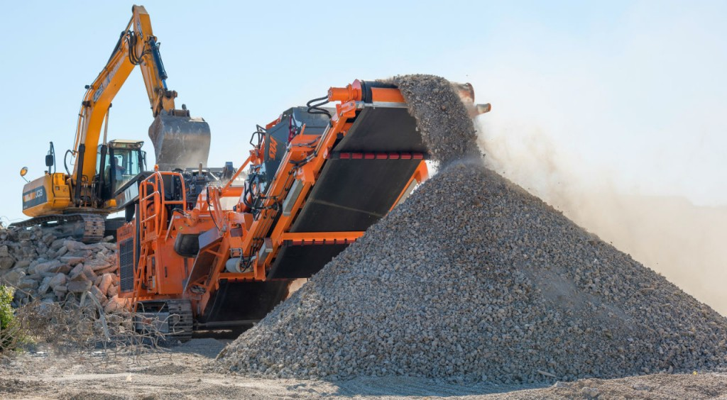 The Rockster impact crusher R1100 is now available as a basic (R1100S), Duplex (R1100DS) or hybrid solution (R1100DE).